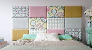 Dekoracyjne naklejki, panele z nadrukami czy niezależne, montowane na ścianie zagłówki dają nam wiele możliwości aranżacji. Różnorodne materiały, wzory i kolory umożliwiają wprowadzenie zmian szybki i łatwy sposób.