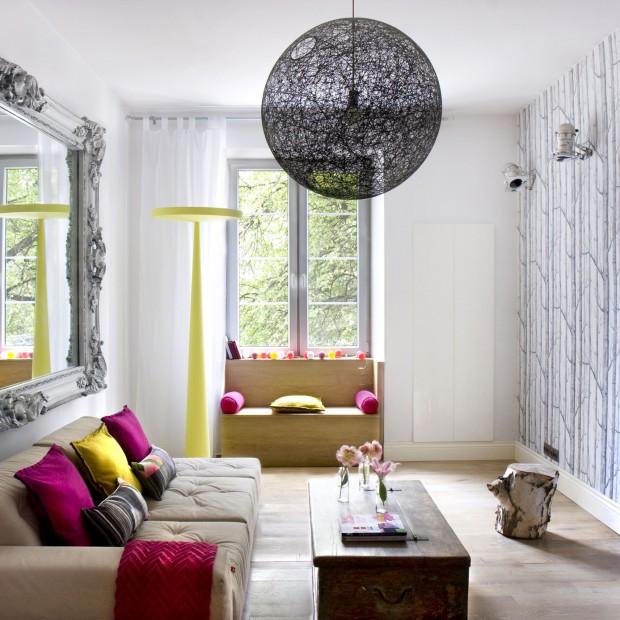 Kolorowe wnętrze starej kamienicy. Piękne mieszkanie w Warszawie