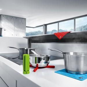 Podstawki pod gorące naczynia LAP marki Blomus, która może również służyć jako chwytak pod gorące naczynia. Wykonane są z silikonu. Do wyboru jest kilka różnych kolorów. Fot. Blomus.