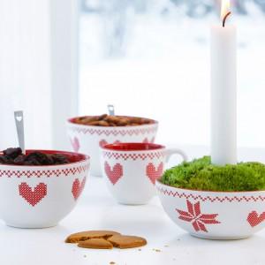 Naczynia z kolekcji Christmas to połączenie klasycznych kształtów z delikatnym, świątecznym wzorem. Projekt: Björk-Forth. Fot. Sagaform.