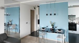 Mała jadalnia już dawno nie jest wyłącznie skutkiem małej ilości miejsca w mieszkaniu. Coraz częściej jest to zamierzony projekt architekta w domu dwu-, trzy- czy czteroosobowej rodziny.