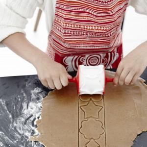 To kolejna propozycja na świąteczne, ale i robocze ubranie. Ten fartuch również będzie doskonale pasował na każdą panią domu. Fot. IKEA.