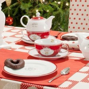 Kolekcja tkanin Christmas do każdego wnętrza wprowadzi magiczny, świąteczny nastrój. Na tak dekoracyjnym obrusie pięknie zaprezentuje się także tradycyjna, biała zastawa. Fot. Dekoria.