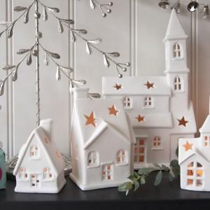 Śnieżne miasteczko w miniaturowej wersji to propozycja od marki Dotcomgiftshop.  Fot. Dotcomgiftshop.