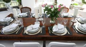 Pięknie udekorowany świąteczny stół to połowa sukcesu gospodyni odświętnej kolacji. Jest równie istotny, jak pyszne wigilijne potrawy.