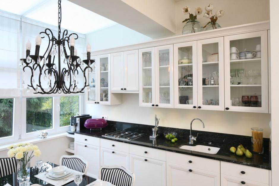 Białe, stylizowane meble Stylowa, elegancka kuchnia   -> Kuchnia Biala Stylowa