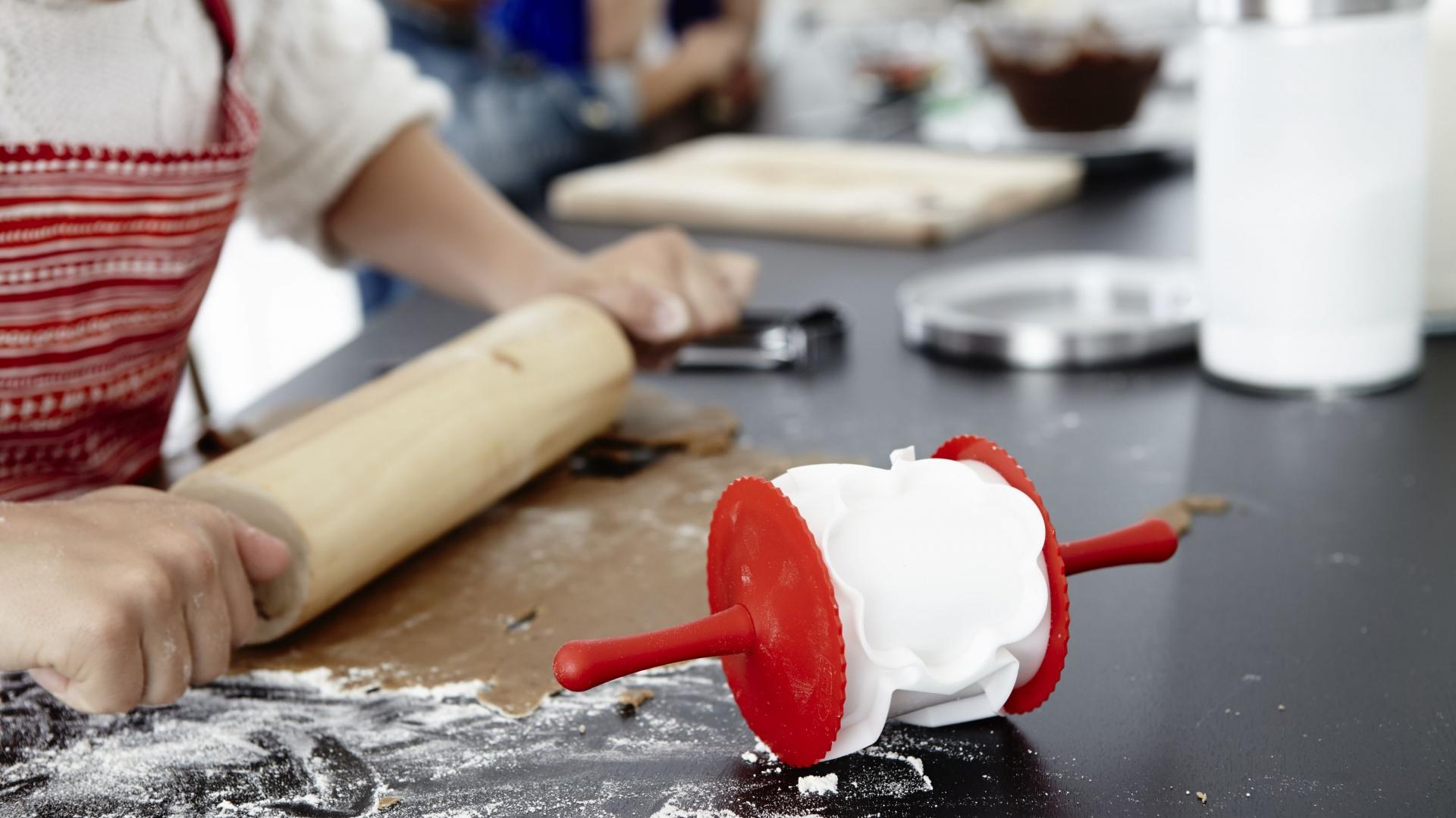 Wałek do wycinania ciasta Vinterkul to szybki sposób na przygotowanie oryginalnych ciasteczek. 6,99 zł, IKEA. Fot. IKEA.