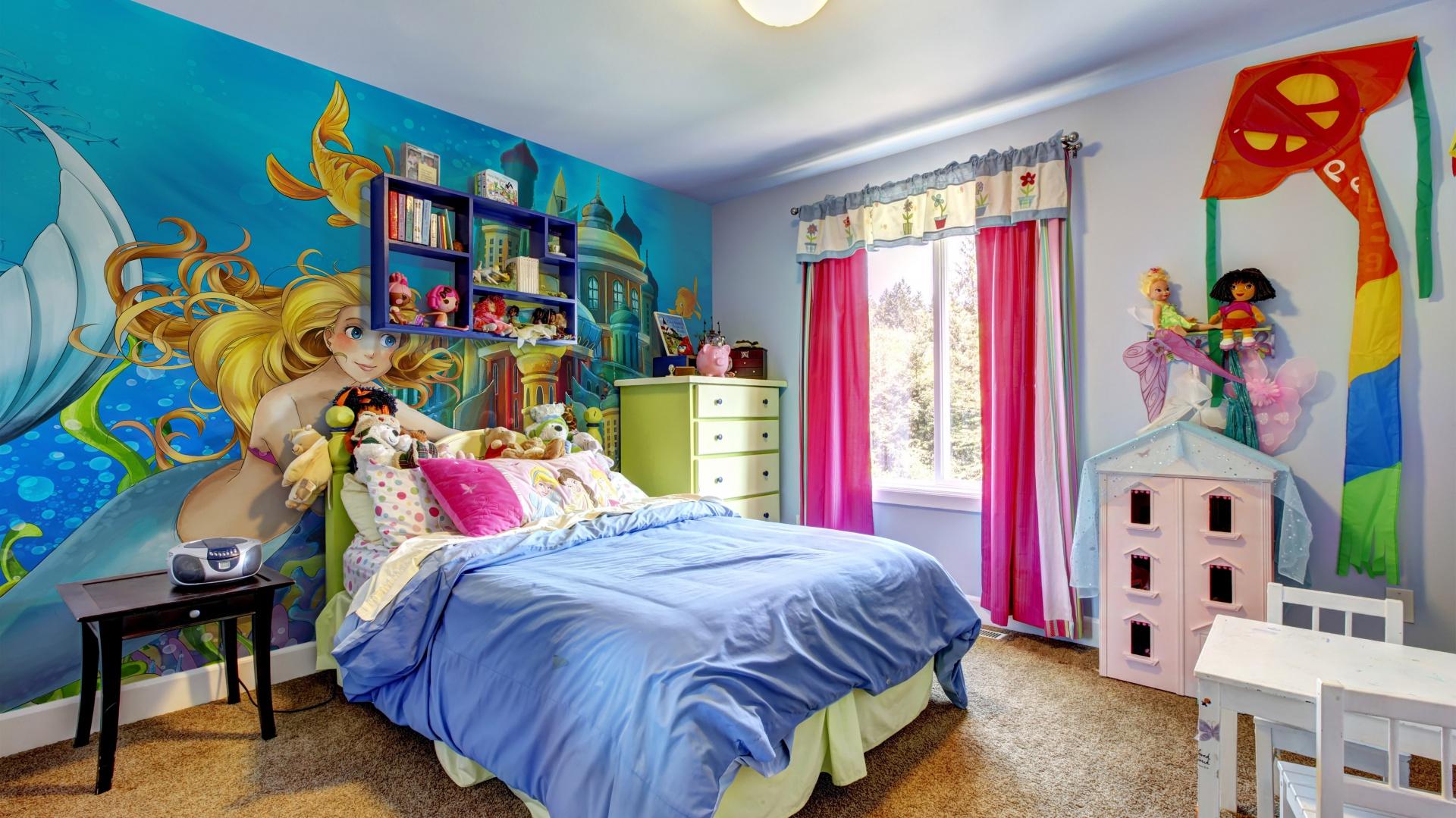 Kolorowa fototapeta inspirowana bajką o Małej Syrence spektakularnie ożywi pokój oraz wzbudzi zachwyt każdej małej dziewczynki. Fot. Minka Kids.