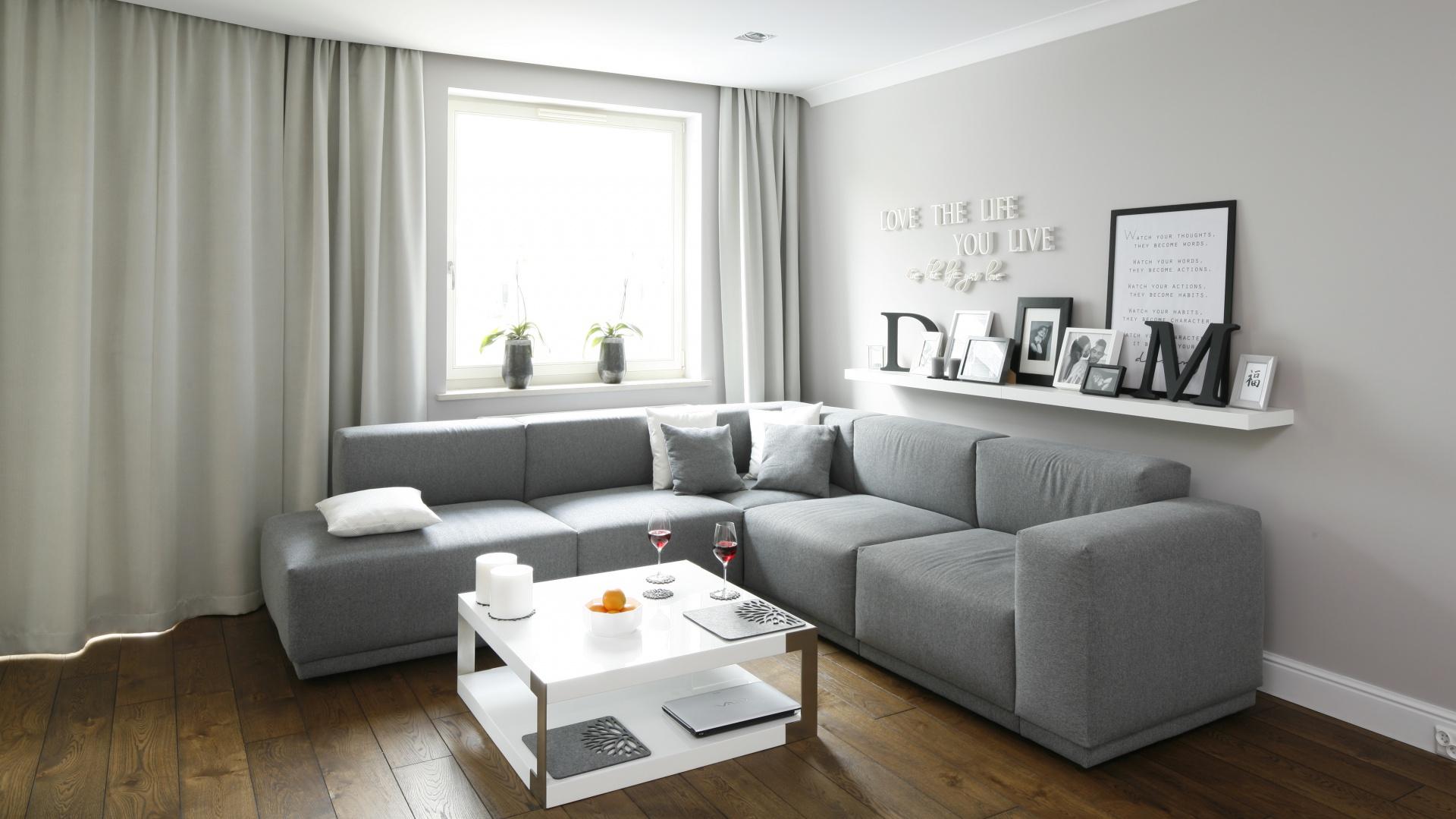 T aran acj ca kowicie sofa w salonie wybierze for Naroznik cobra z living roomu