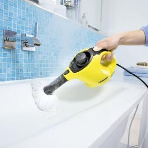 Parownica nie tylko doskonale wyczyści  wszelkie powierzchnie w łazience, ale także świetnie je zdezynfekuje. Fot. Kärcher.