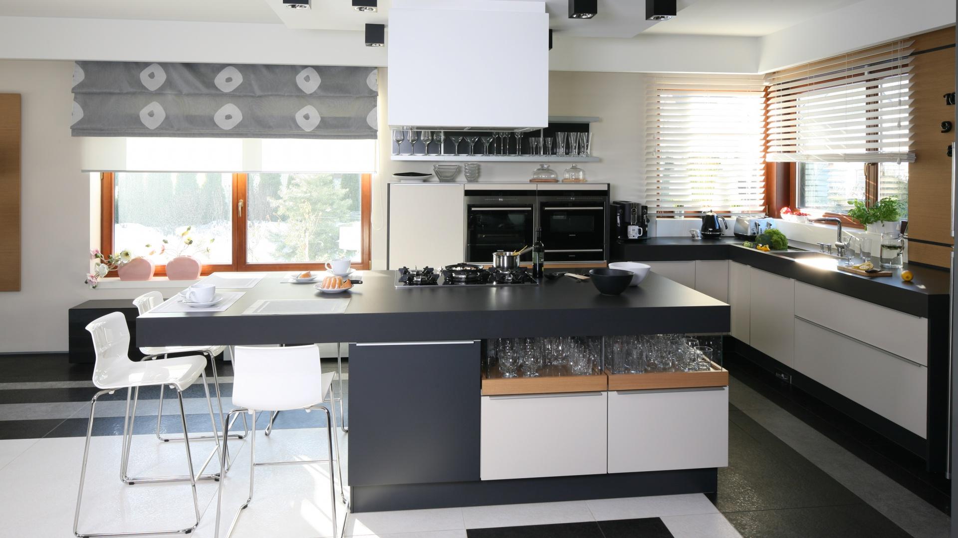 Otwarta kuchnia stanowi Nowoczesny salon  tak połączysz go z kuchnią i