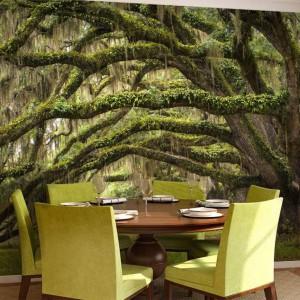 W jadalni, gdzie rozpościerają się gałęzie drzew porośnięte mchem, nawet najzwyklejszy posiłek nabierze magicznego, nieco intrygującego smaku. Fot. Mural24.pl.