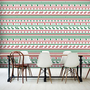 Świąteczne motywy na samoprzylepnej fototapecie odmienią jadalnię na czas Bożego Narodzenia. Dekoracja nie niszczy powierzchni ściany i można ją przyklejać i odklejać nawet 100 razy, bez utraty kleju. Fot. Picassi.