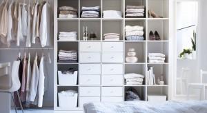 Pojemna szafa czy praktyczna zabudowa zapewni miejsce na przechowywanie i pozwoli utrzymać porządek w każdej sypialni. Zobaczcie, co oferują producenci.<br /><br />