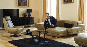 Mężczyźni cenią sobie prostotę, funkcjonalność oraz komfort. Zobaczcie sofy z polskich sklepów, które sprostają tym praktycznym wymaganiom.
