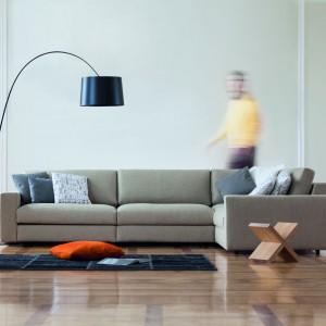 Modułową sofę Classic zaprojektowano w dwóch wersjach szerokości siedziska (83 i 103 cm), tak aby można ją było dopasować do indywidualnych potrzeb. Od 9.950 zł, Kvadra/Le Pukka. Fot. Le Pukka.
