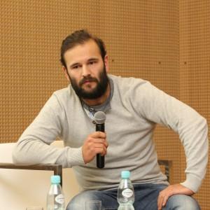Jakub Majewski - projektant wnętrz, współwłaściciel pracowni Moomoo Architects.