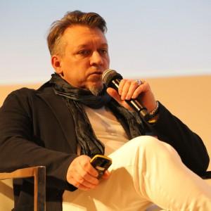 Dyskusję poprowadził Robert Majkut - designer, ekspert w projektowaniu dla biznesu, Dyrektor Generalny Robert Majkut Design.