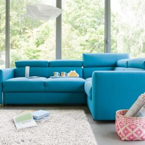 Sofa w salonie. 15 propozycji w modnych kolorach