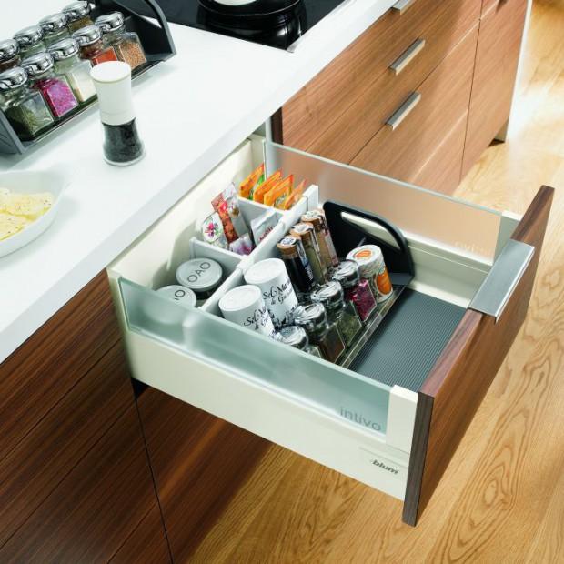 Praktyczne przechowywanie w kuchni. Postaw na pojemne szuflady