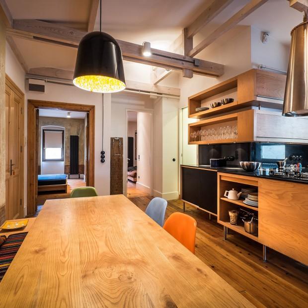Skąpane w brązach: piękne mieszkanie z duszą