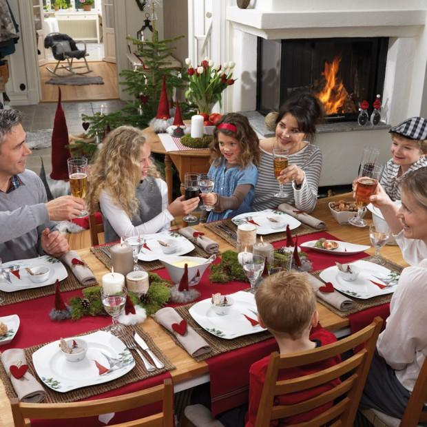 Świąteczny stół. Wybierz przytulne dekoracje