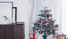 W okresie Bożego Narodzenia na każdym kroku spotykamy wesołe mikołaje, renifery czy bałwanki. Nic dziwnego – przecież to takie wdzięczne motywy! Sprawdźcie jak z ich pomocą ozdobić mieszkanie na Święta.