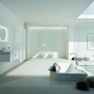 Preciosa 2 Keramag Design to seria kompletnego wyposażenia łazienki. Szafka pod umywalkę ma formę szuflady z charakterystycznym, stylowym uchwytem. Fot. Keramag Design.