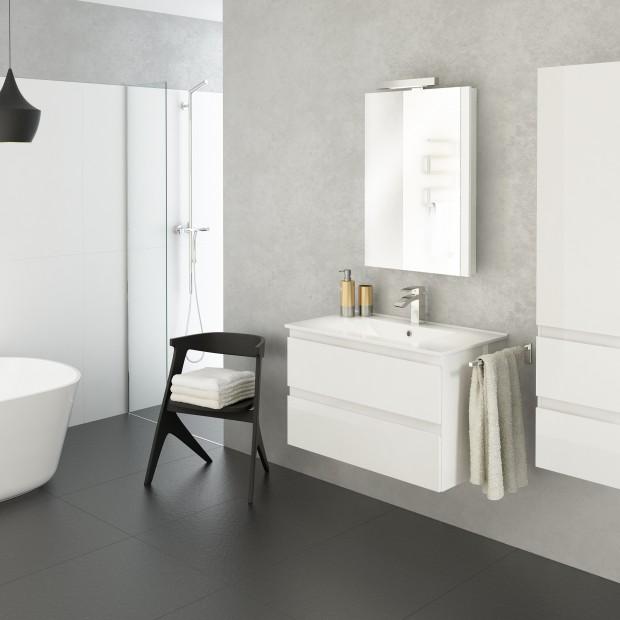 Biała łazienka – zobacz 12 zestawów mebli