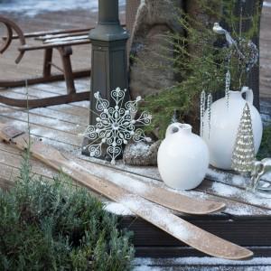 Kolekcja tradycyjnych ozdób świątecznych White Forest z oferty marki Almi Decor.