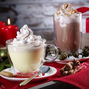 Gorąca czekolada lub aromatyczne cappucino podane w modnych, przezroczystych szklankach i filiżankach, będą smakować wyśmienicie. Fot. Villeroy&Boch.