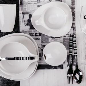 Nowoczesne, proste, eleganckie - propozycja firmy Home&You idealnie uzupełni aranżację stołu na przyjęcie. Wąsiasty kieliszek wpisuje się w najnowsze trendy. Fot. Home&You.