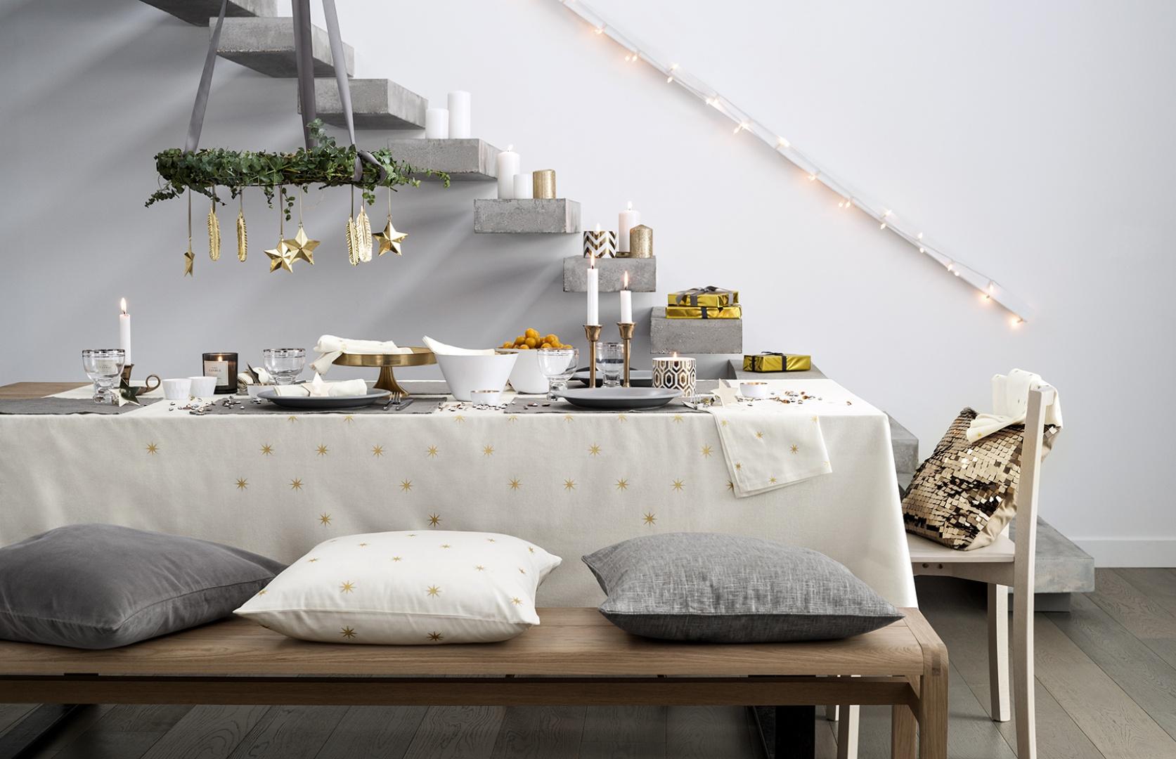 Czas sylwestrowych i noworocznych przyjęć nieodłącznie wiąże się z zimą i śniegiem. Postawmy więc na biel, której elegancji dodadzą złote wykończenia. Fot. H&M.
