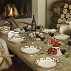 Zastawa z kolekcji Gwiazda znanej duńskiej marki. Znakomicie wpisuje się w noworoczny czas, kiedy pragniemy ciepła i przytulności. Fot. Royal Copenhagen.