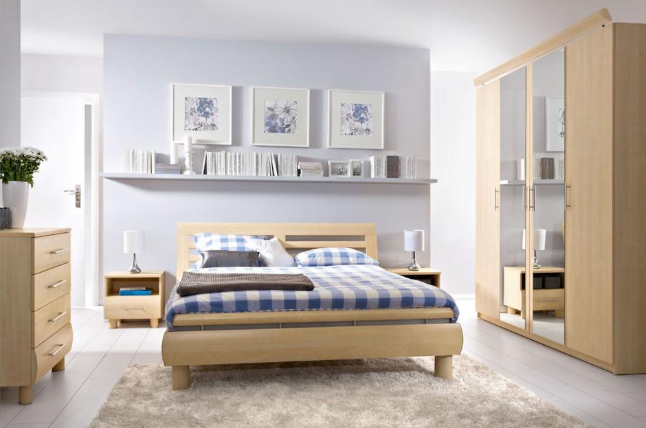 Sypialnia Dream. Jasne fronty w kolorze klonu nida dodają wnętrzu przytulności. W kolekcji znajdziemy pojemne szafy oraz łóżka dostępne w trzech rozmiarach. Fot. Black Red White.