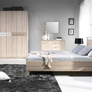 Sypialnia Crenoma to zestawienie jasnych mebli z wyraźnym rysunkiem drewna oraz prostej, ponadczasowej formy. Fot. Stolwit Meble.
