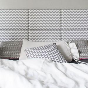 Modułowy, tapicerowany zagłówek to bardzo wygodne i funkcjonalne rozwiązanie. Wiele dostępnych wzorów daje nam nieograniczone możliwości aranżacji sypialni. Fot. Made for bed.