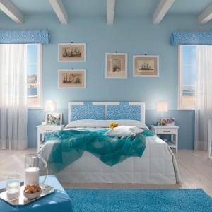 Pomysł na romantyczną, relaksującą stylizację, gdzie dominuje błękit. Wykorzystano w niej meble z kolekcji Stella marki Callesella. Fot. Callesella.