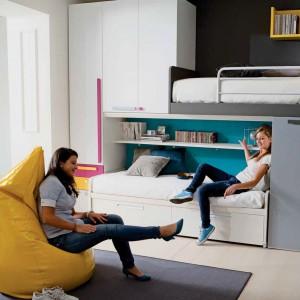 W okresie dorastania siostry często trzymają się razem. Mieszkanie we wspólnym pokoju może pogłębić tę więź, pod warunkiem jednak, że każda z córek będzie miała przestrzeń dla siebie. Fot. Dielle.