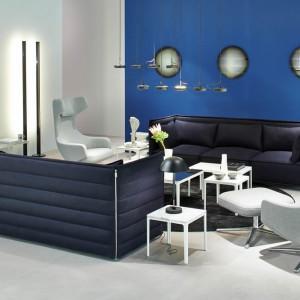 Nowoczesne, trzyosobowe siedzisko IMM Cologne marki Vitra. Kubistyczna forma i modna kolorystyka mebla sprawiają, że będzie on najmocniejszym elementem aranżacji wnętrza. Fot. Vitra.