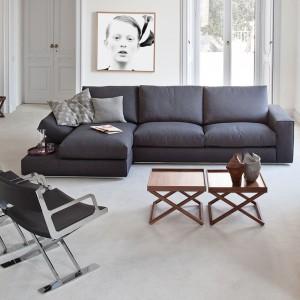 Modna sofa narożna Fly włoskiej marki Vibieffe w kształcie litery L. Znakomicie sprawdzi się w loftach, jak i bardziej nowoczesnych aranżacjach. Fot. Lomidesign.