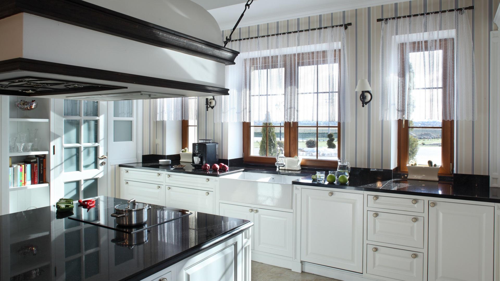 Frezowane fronty białych Kuchnie klasyczne   -> Kuchnie Klasyczne Ekskluzywne
