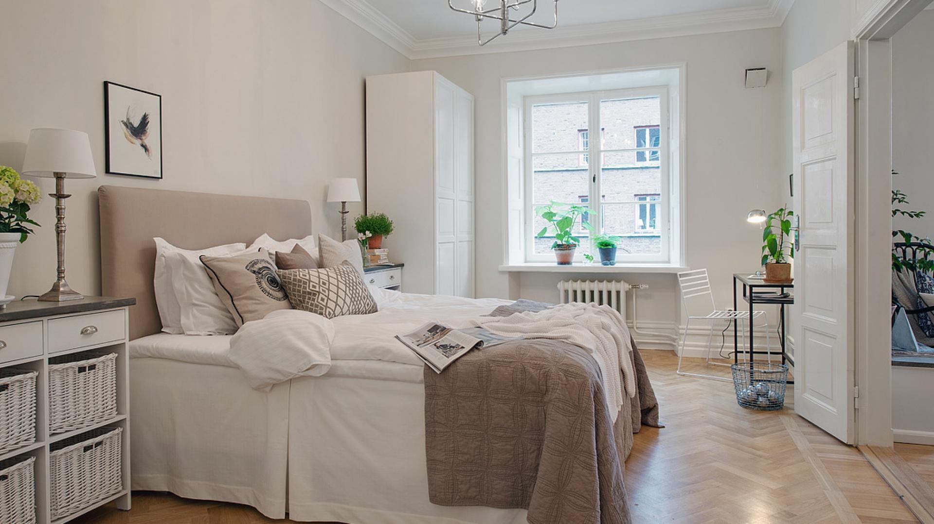 Lampy o klasycznym sypialnia w stylu skandynawskim - Decorar piso antiguo ...