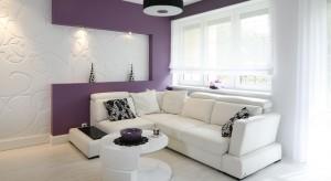 Planujesz zakup kanapy, ale nie wiesz, na jaki kolor się zdecydować? Koniecznie zajrzyj do naszej galerii. Znajdziesz w niej sprawdzonepomysły na aranżacjęsalonu z modną, białą sofą.