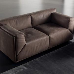 Sofa modułowa z oferty Bacon dostępna w naturalnej skórze. Klasyczna forma połączona z nowoczesnym designem idealnie wtopi sie w stylistykę każdego wnętrza. Fot. Kare Mobili.