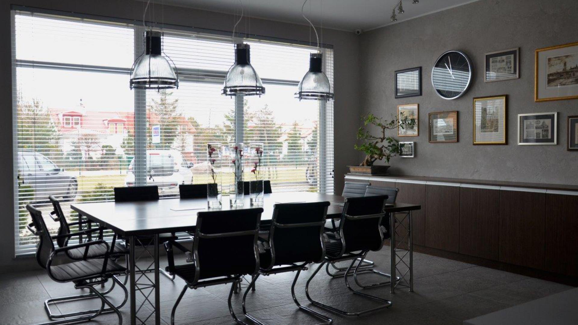 Biuro RAI urządzono w stylu industrialnym. Fot. Archiwum.