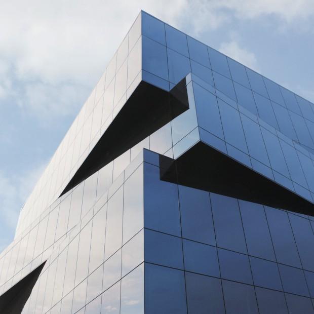 Zobacz przyciemniające szkło dedykowane fasadom