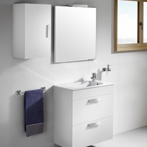 Debba firmy Roca to elegancja propozycja w wersji białej, dostępne także w ciemnym drewnopodobnym wykończeniu. Fot. Roca.