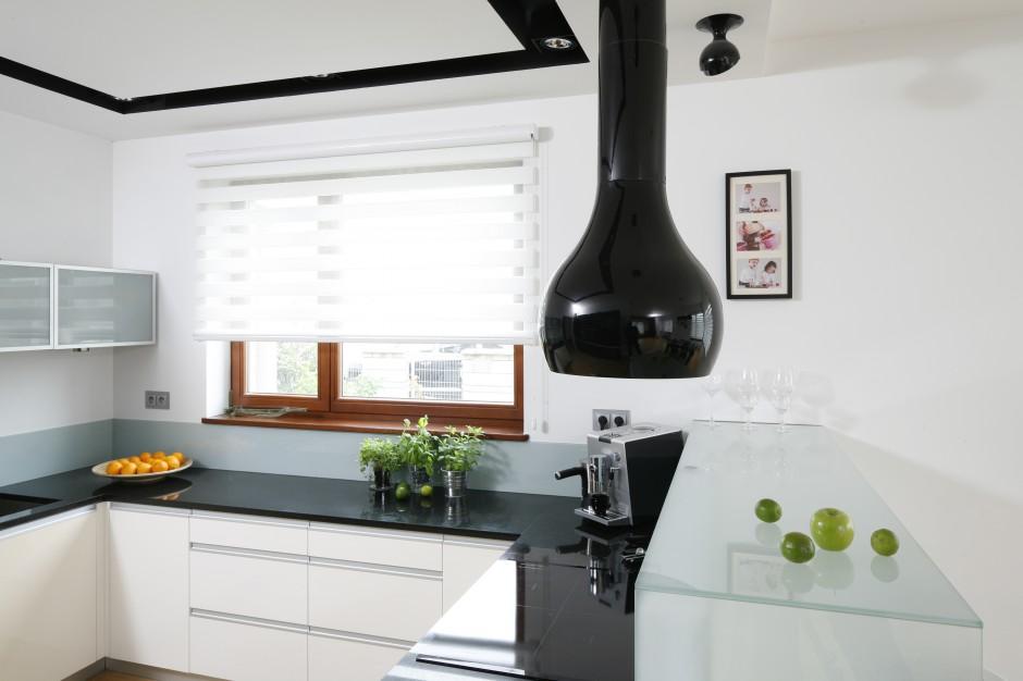 Efektowna biała kuchnia, Czarno biała kuchnia   -> Biala Kuchnia Jaki Okap