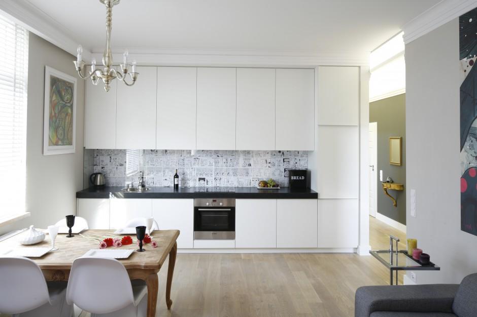 Kuchnia otwarta na salon, Czarno biała kuchnia